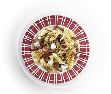 Fusilli met salami en mozzarella