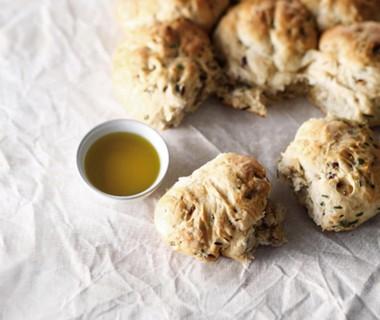 Breekbrood met tuinkruiden