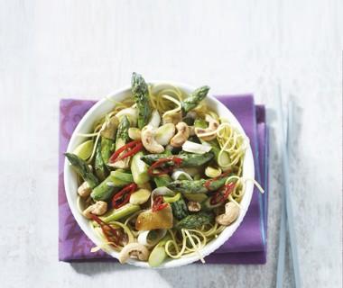 Pikante asperges uit de wok