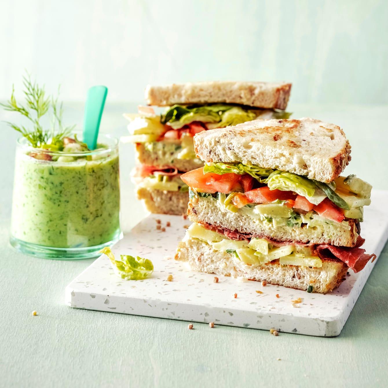 Sandwich met aardappelpreisalade