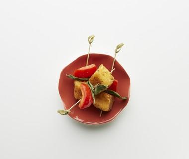 Kaasspiesjes met paprika en salie