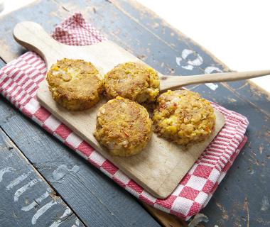 Kikkererwtenburgers met couscous en broccoli