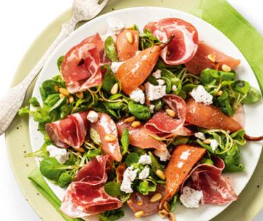 Stoofperen-salade met geitenkaas en coppa di parma