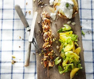 Kipsaté met bleekselderij en gepofte aardappel