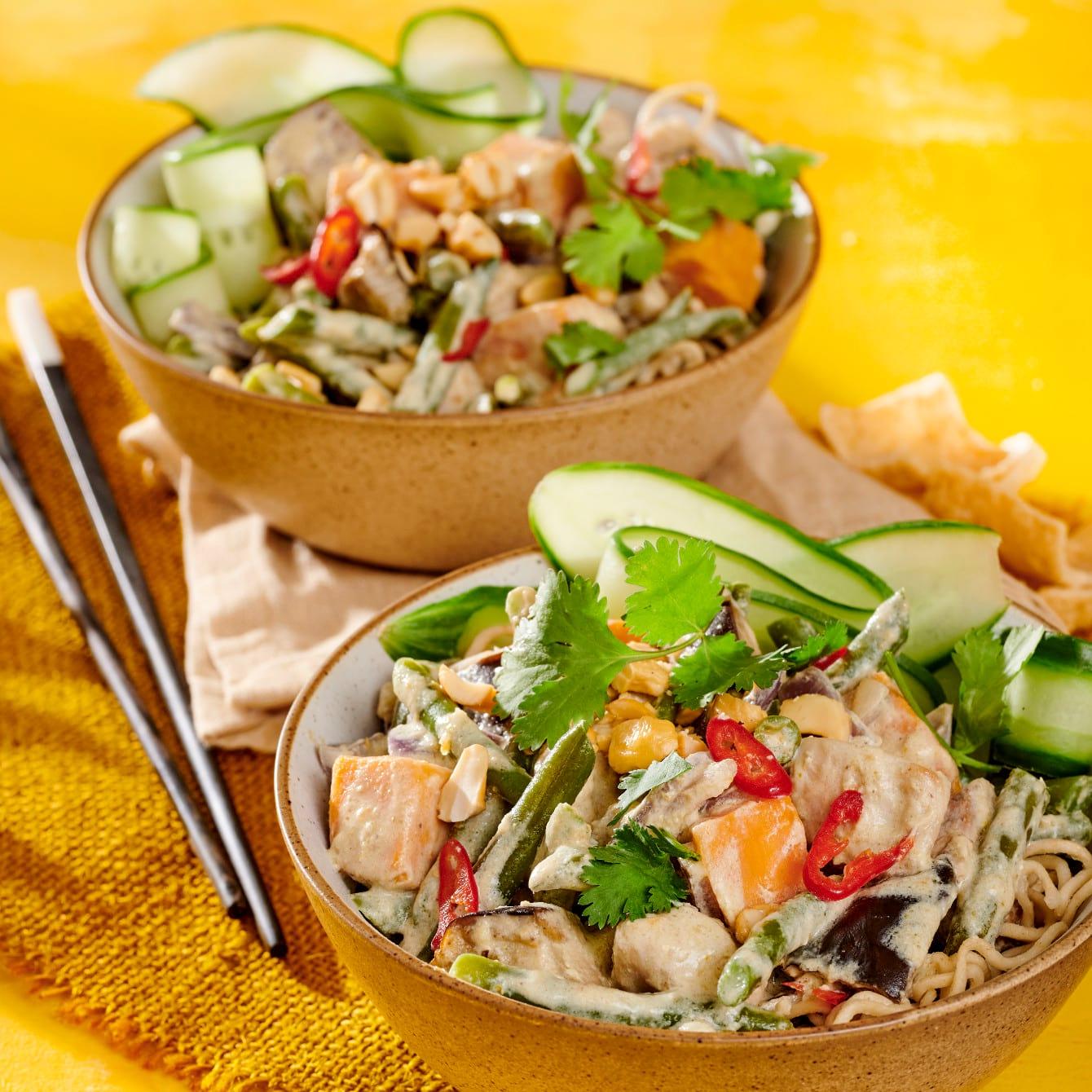 Pittige Thaise curry met zoete aardappel, sperziebonen en aubergine