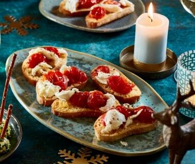 Bruschetta met gekonfijte tomaatjes en mozzarella