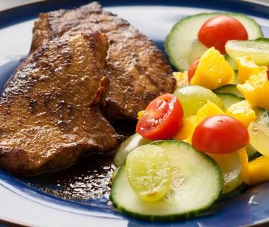 Thaise varkenslapjes en salade van Tjeed Sibrijns