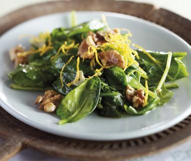 Roergebakken spinazie met walnoten