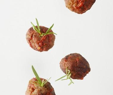 Gehaktbommetjes met vurige tomatensaus