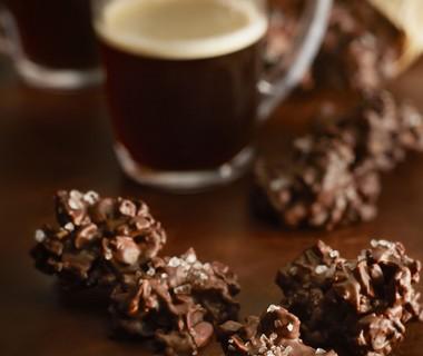 Choco-amandelrotsjes met cranberry's en zeezout
