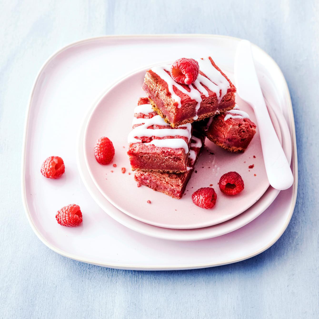 Plaatcake met bieten en frambozen