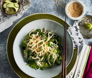 Noedels met spinazie, sesam en wasabi