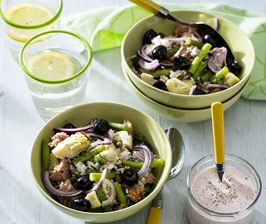 Rijstsalade met tonijn, sperziebonen en artisjokharten