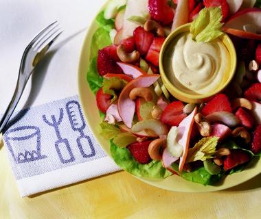 Salade met gerookte kip en aardbeien