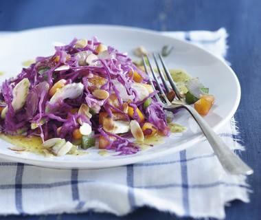 Rodekoolsalade met warme knoflookdressing