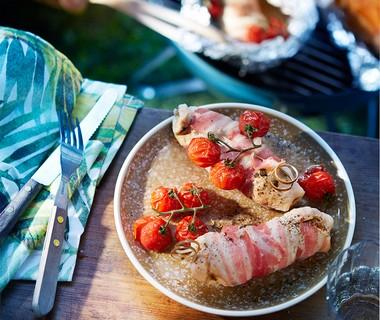 Kip met salie, spek en tomaatjes