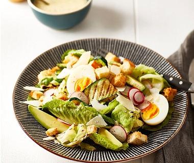 Caesarsalade met geroosterde groenten