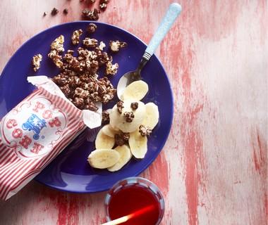 Chocoladepopcorn met ijs en banaan