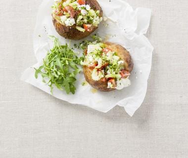 Gepofte aardappel met tomatencrème