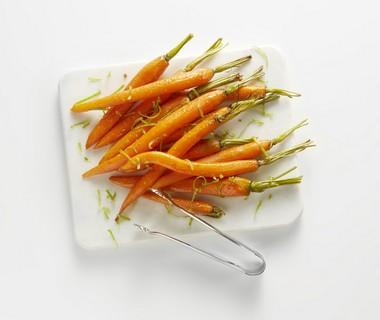 Geglaceerde wortel met koriander en limoen