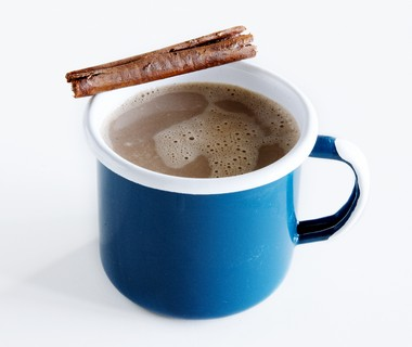 Pure-chocolademelk met kaneel