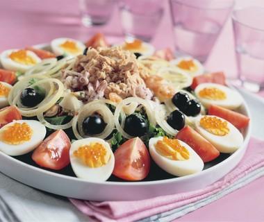 Salade met allerlei soorten vis