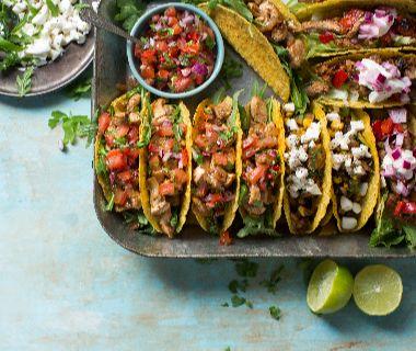 Taco's met kip en Mexicaanse salsa