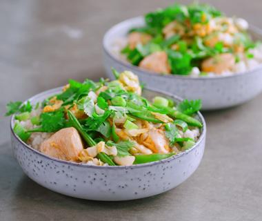 Rijst met Chinese kool, kip en sugar snaps