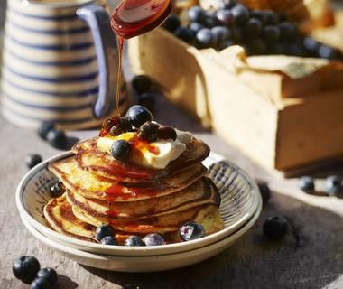 Luchtige ricotta pancakes met blauwe bessen