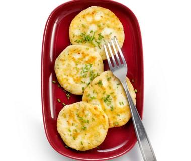 Aardappelkoekjes met bieslook en feta