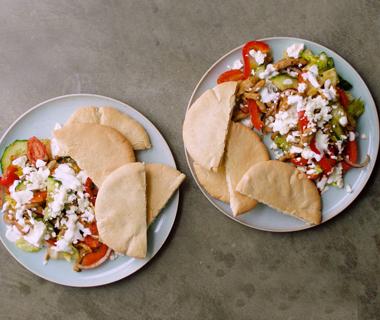 Shoarma salade met frisse yoghurtsaus