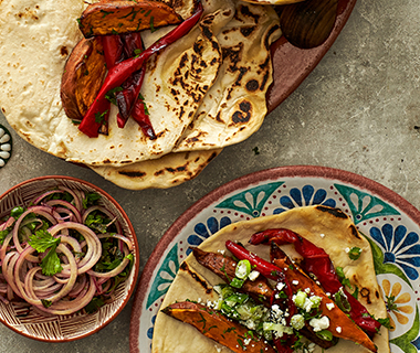 Taco's met zoete aardappel, paprika en feta
