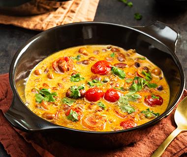 Currysoep met kokos met bruine bonen