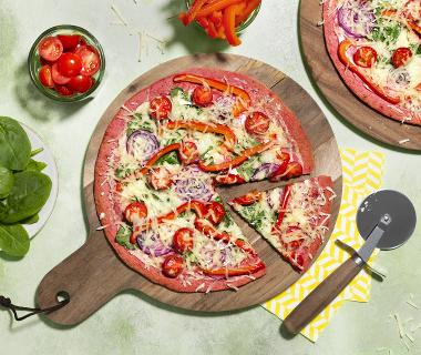 Bietenpizza met paprika en spinazie