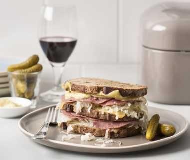 Reuben sandwich met zuurkool