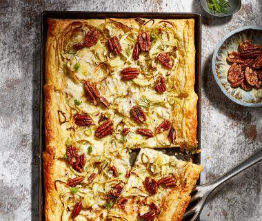 Bladerdeegtaart met gorgonzola, venkel en pecan