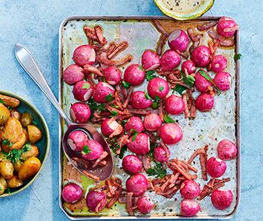 Geroosterde radijsjes met ham en mosterddressing