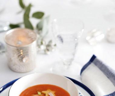 Geroosterde tomatensoep met kip en kaassterren