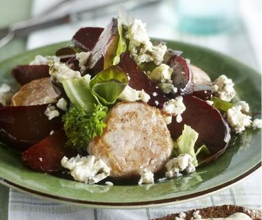 Warme salade van varkenshaas, bietjes en blauwe kaas