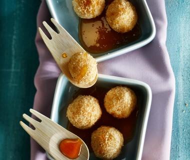 Kokosrijstballetjes met limoensaus