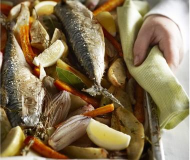 Ovengebakken makreel met winterpeen en laurier