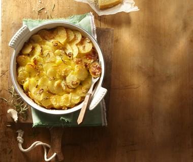 Aardappeltaart met rozemarijn en knoflook