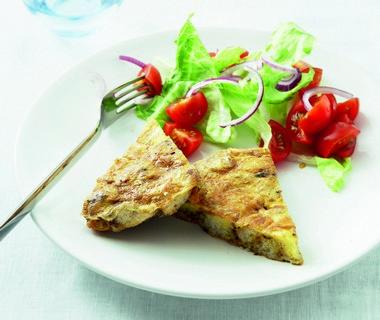 Broodomelet met knoflook en tuinkruiden