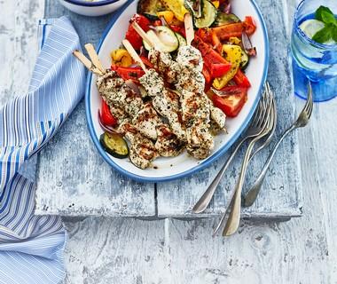 Kip souvlaki met geroosterde groenten