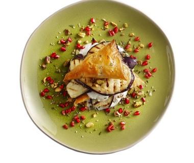 Filodeeg en geroosterde aubergine met pistachedukkah