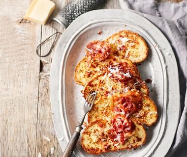 Wentelteefjes met pancetta en parmezaan