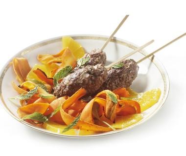 Pikante kofta met geroosterde wortelsalade