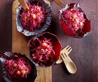 Gestoofde rodekool met rode ui en rozijnen