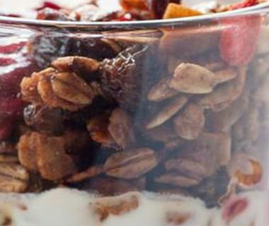 Granola met vruchtencompote
