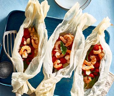 Garnalenpakketje met tomaatjes en knoflook